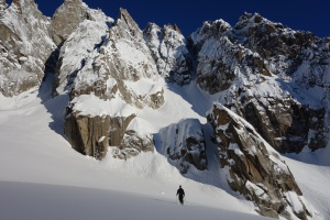 Niall McCann skinning in to the base of the Dent du Requin.