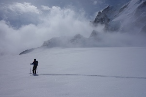 Finn McCann skiing at the top of the Vallee Blanche with Mont Blanc du Tacul in the background.