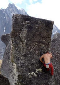 Wilki bouldering in the Fairy Meadows