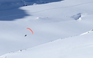 Finn flying in the Vallee blanche